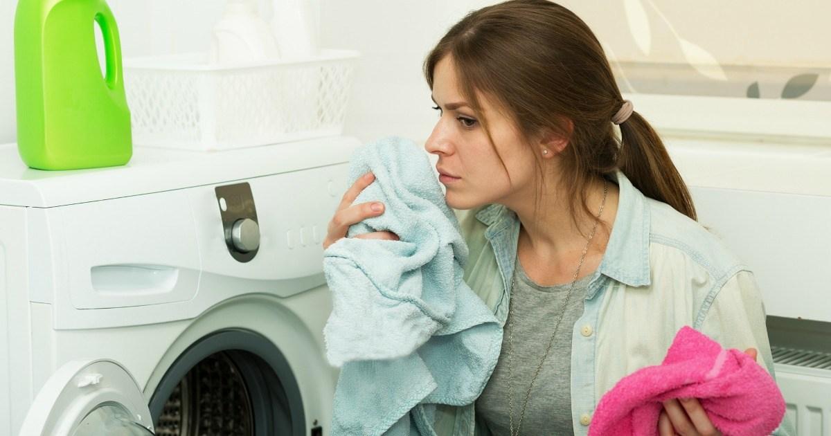 Проверенные методы избавления от запаха сырости на одежде