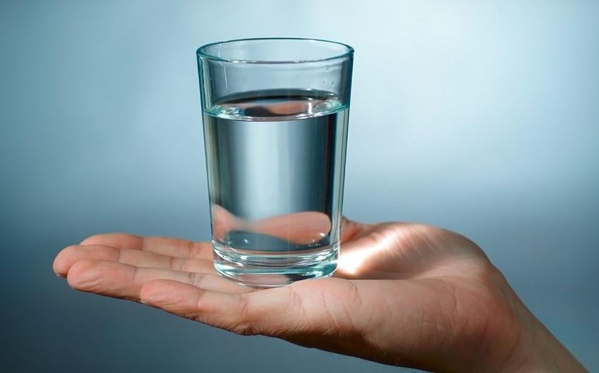 Пить на ночь воду нужно обязательно