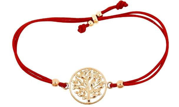 Красная нить на запястье: что значит и на какой руке носить