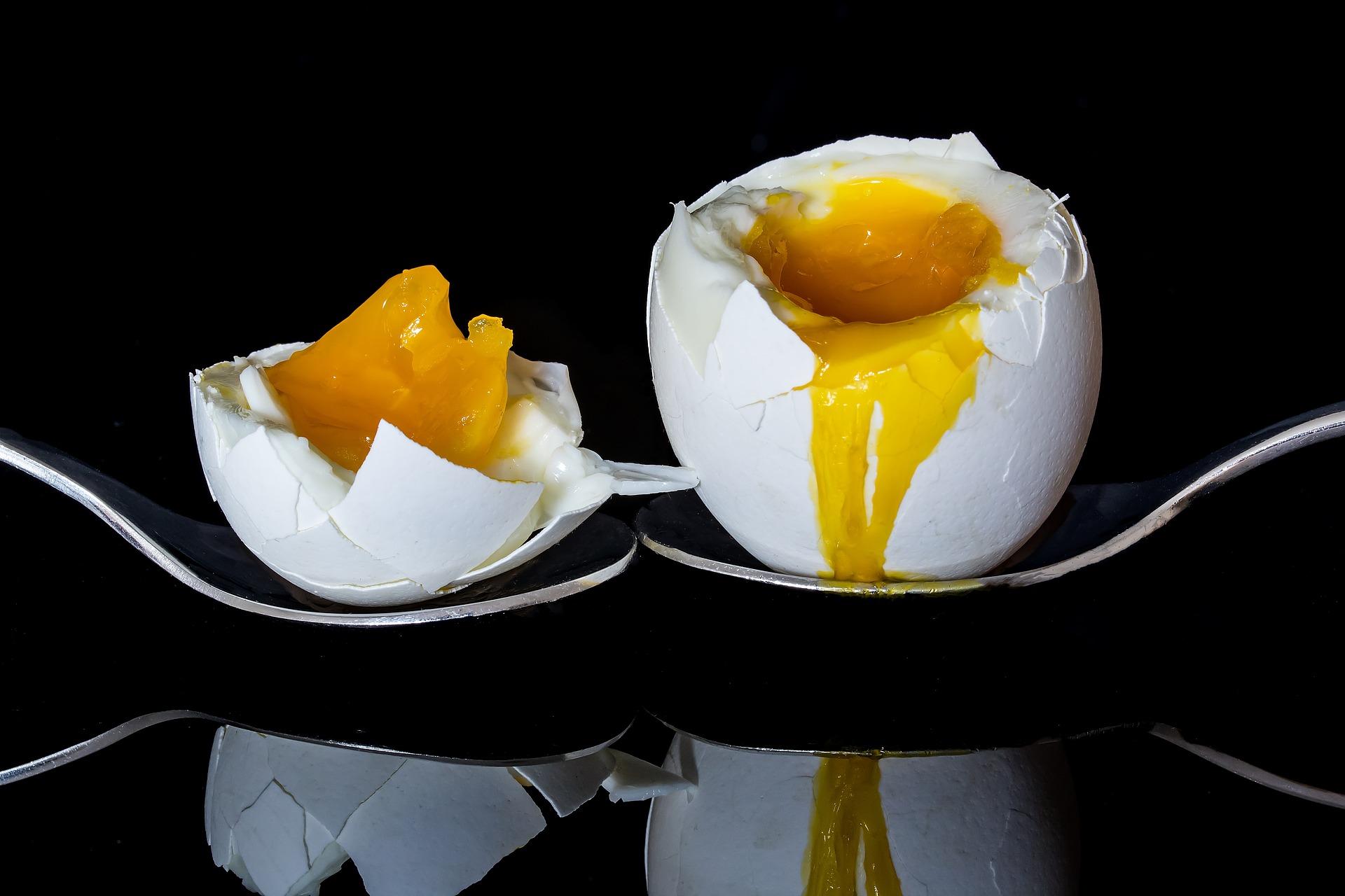 Как почистить куриное яйцо